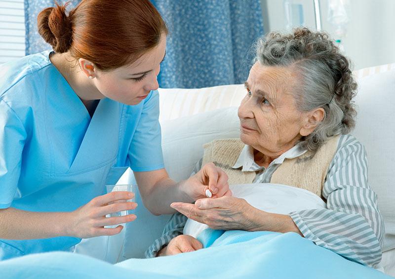 Behandlungspflege SGB V beeinhaltet die Medikamentengabe, Wundversorgung, Injektionen verabreichen etc.